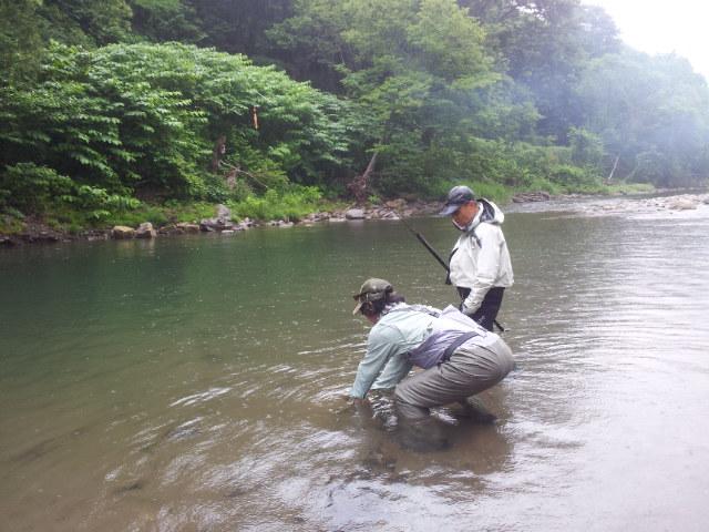 水中撮影をする遠藤さん